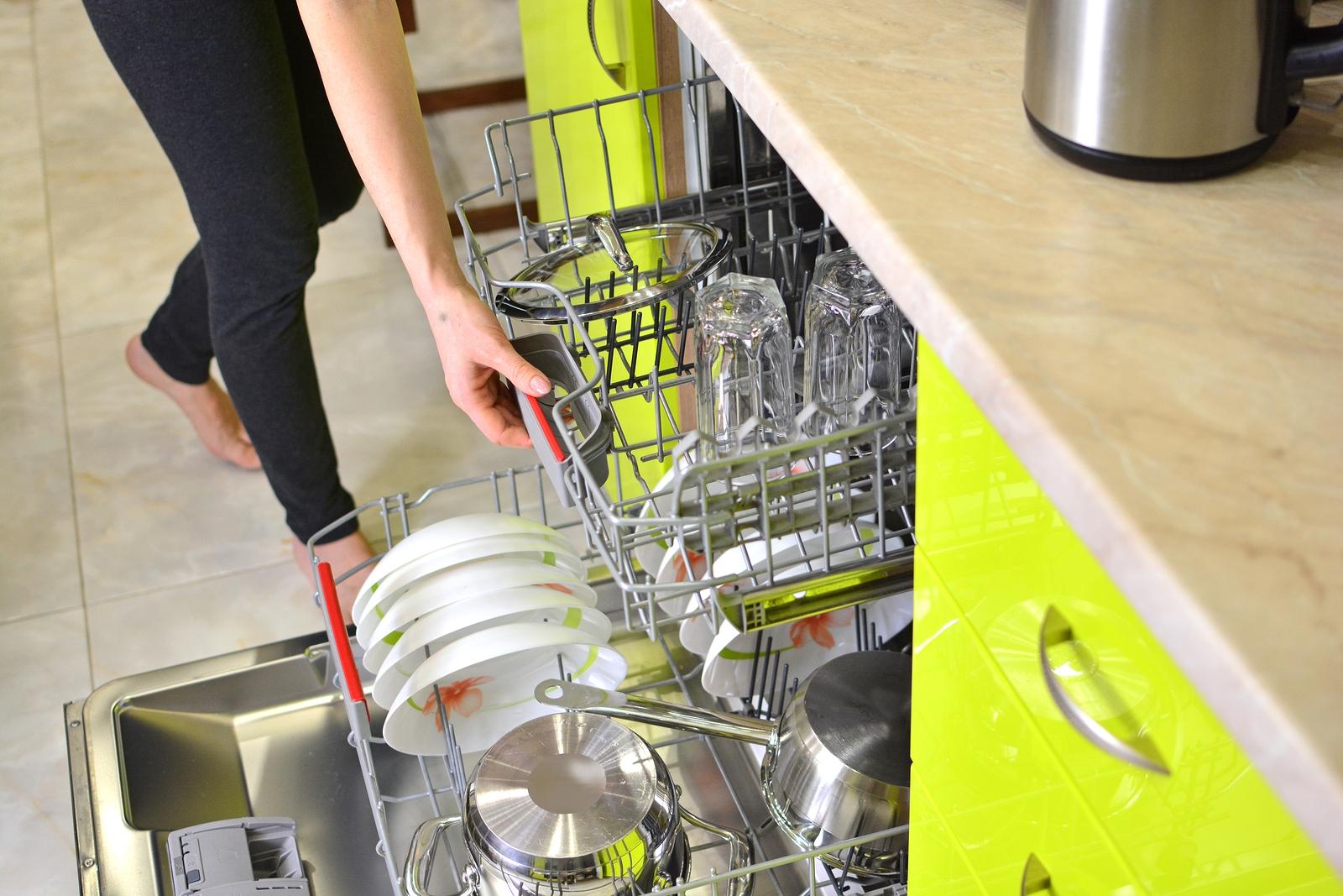 bigstock-Dishwasher-Machine-In-A-Home-K-284265133