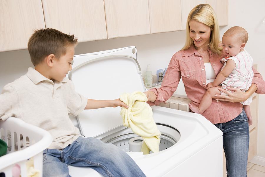 bigstock-mother-and-children-doing-laun-5123214